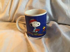 PEANUTS-Snoopy-amp-Woodstock-Ski-Skiing-Blue-10-oz-Coffee-Mug-United-Vintage-EUC