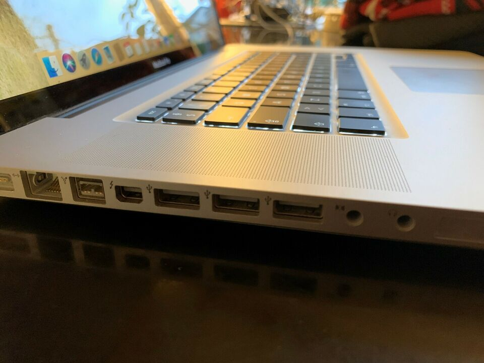 """MacBook Pro, 17"""" Early 2011 model:A1297, 2,2 i7 GHz"""