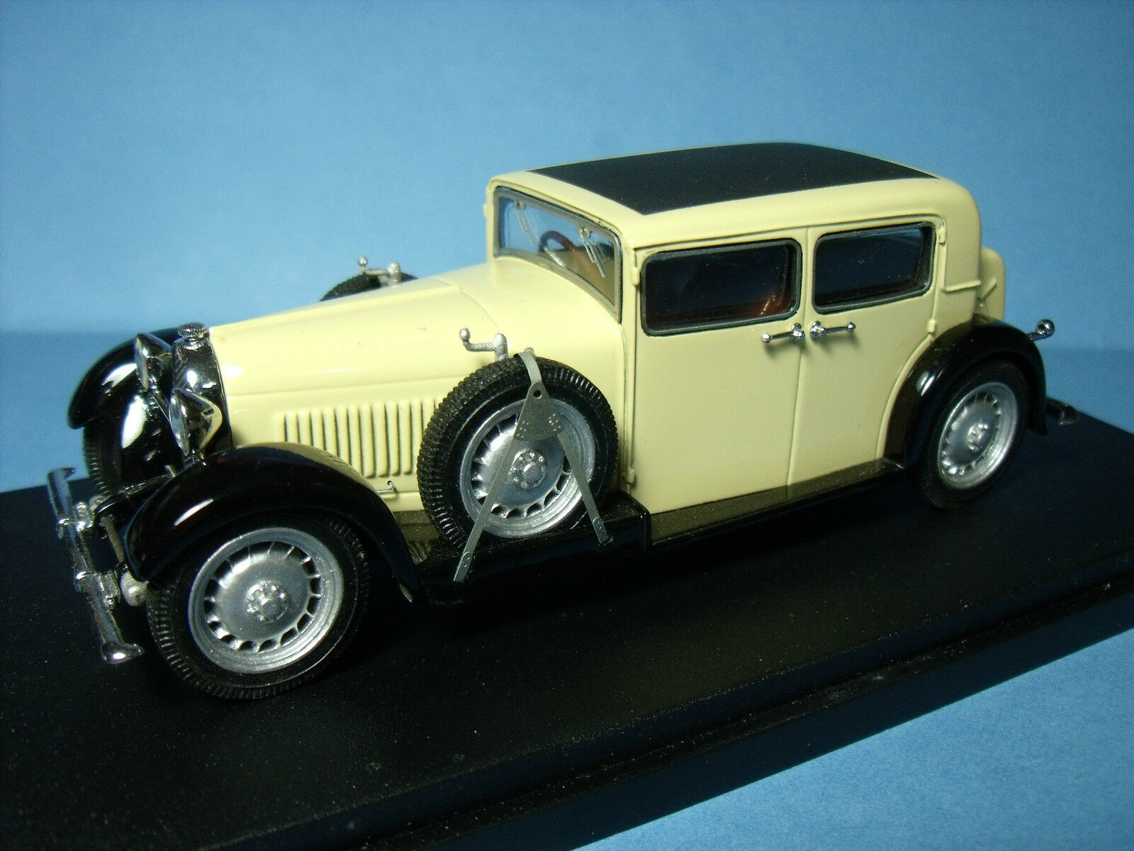 BUGATTI  46  MILLION GUIET  1932  SCHLUMPF  VROOM  UNPAINTED  KIT   1 43