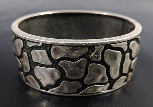 Lovely-Silver-Tone-Hard-Hinged-Bangle-Bracelet