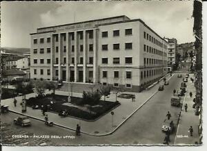 Arredamento Ufficio Cosenza : Cosenza palazzo degli uffici con auto d epoca e persone perfetta