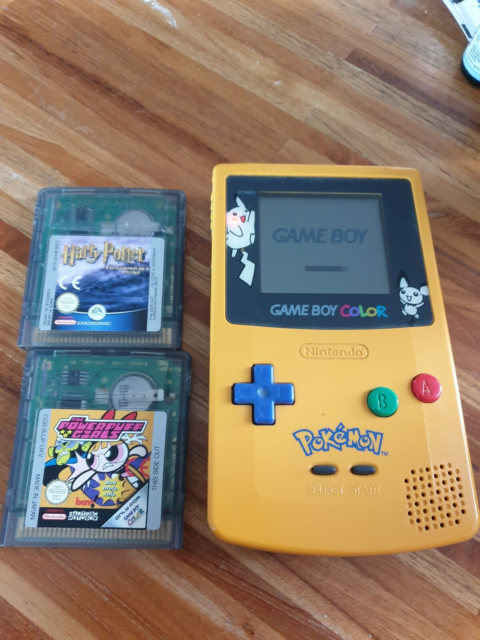 Nintendo Game Boy Color, Pickachu edition, God, To spil…