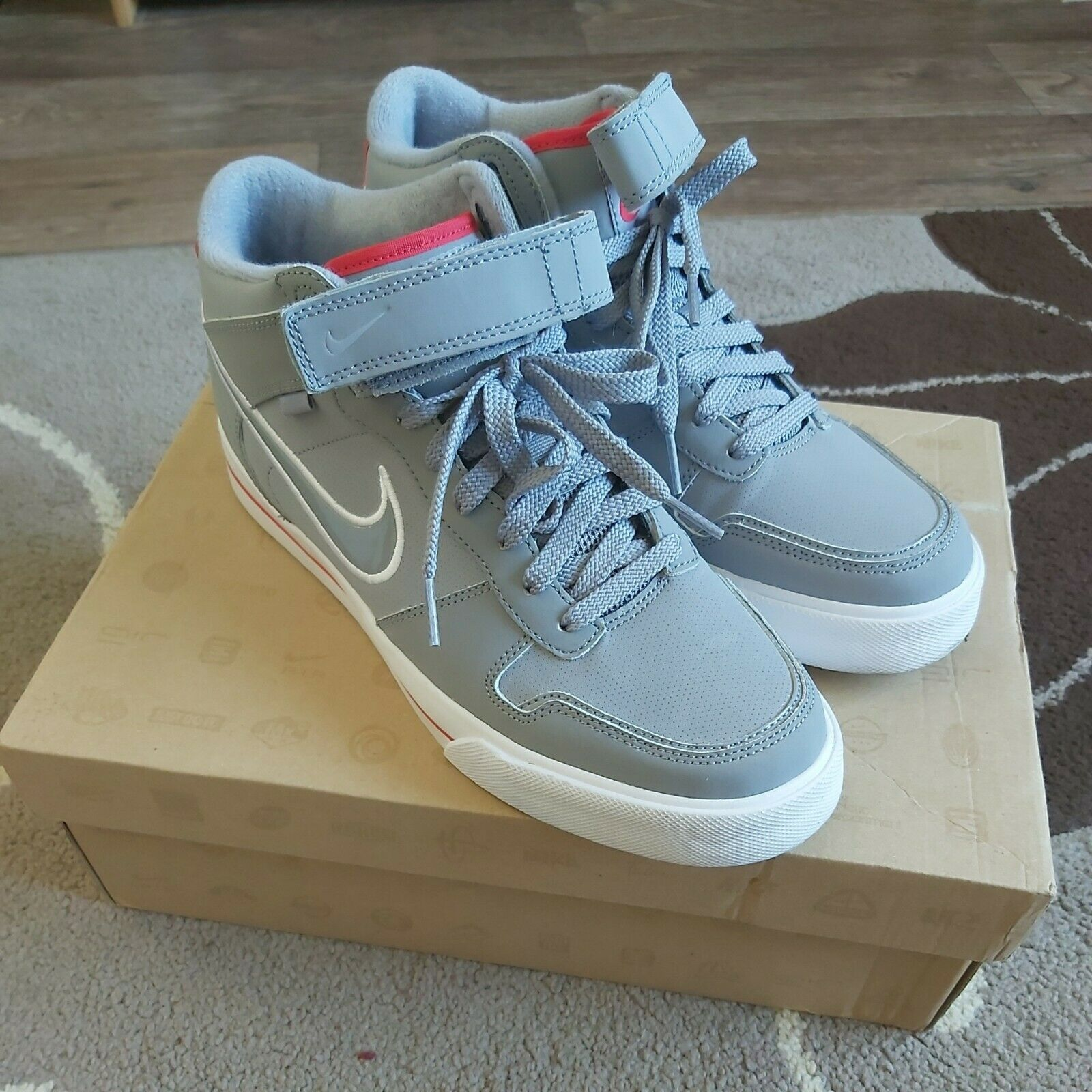 Mens Nike mid Top sellwood Trainers Size 8