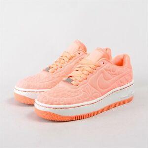 huge discount 173d6 22c66 Dettagli su Le donne, S Nike Air Force 1 Step Up SE Scarpe da ginnastica  rosa atomico 844877-600- mostra il titolo originale