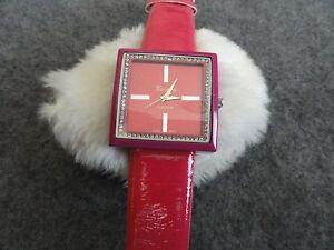 Geneva-Platinum-Quartz-Ladies-Watch-with-a-Pretty-Band