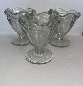 Vintage-Set-of-3-Clear-Glass-Ice-Cream-Sundae-Dishes-Footed-Dessert-Dishes-Tulip