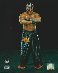 REY-MYSTERIO-WWE-WRESTLING-8X10-LICENSED-PHOTO-NEW-533
