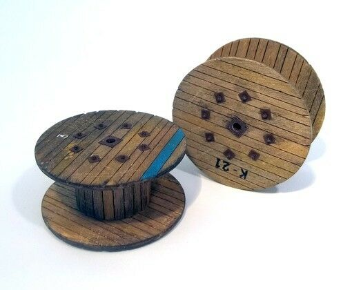 Plus Model 1/35 Big Cable Reels (Laser Carved Wooden Parts+Paper+Resin)