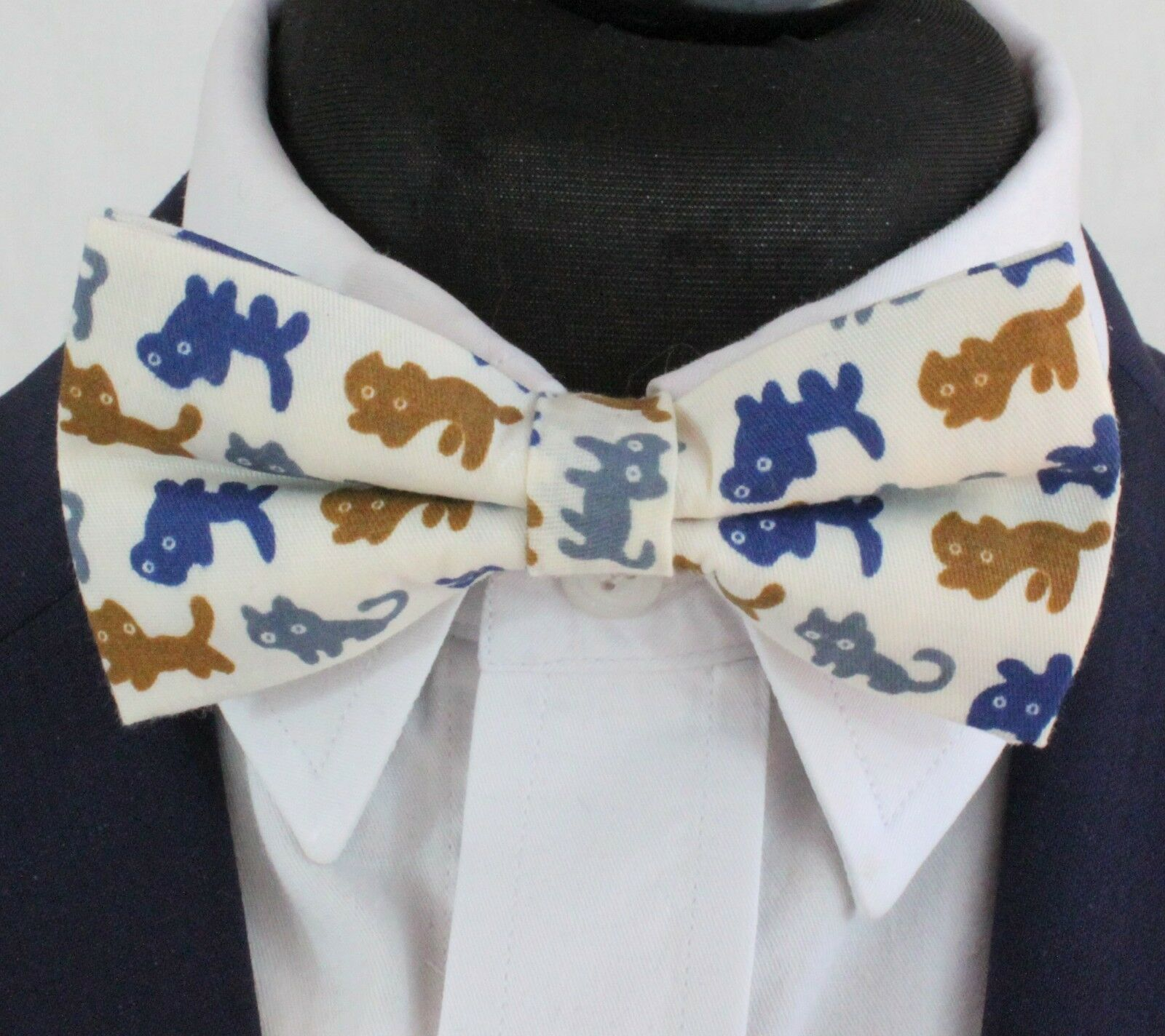 Bow Tie. Off White with Cats. Cotton . Premium Quality. Pre-Tied. BV87