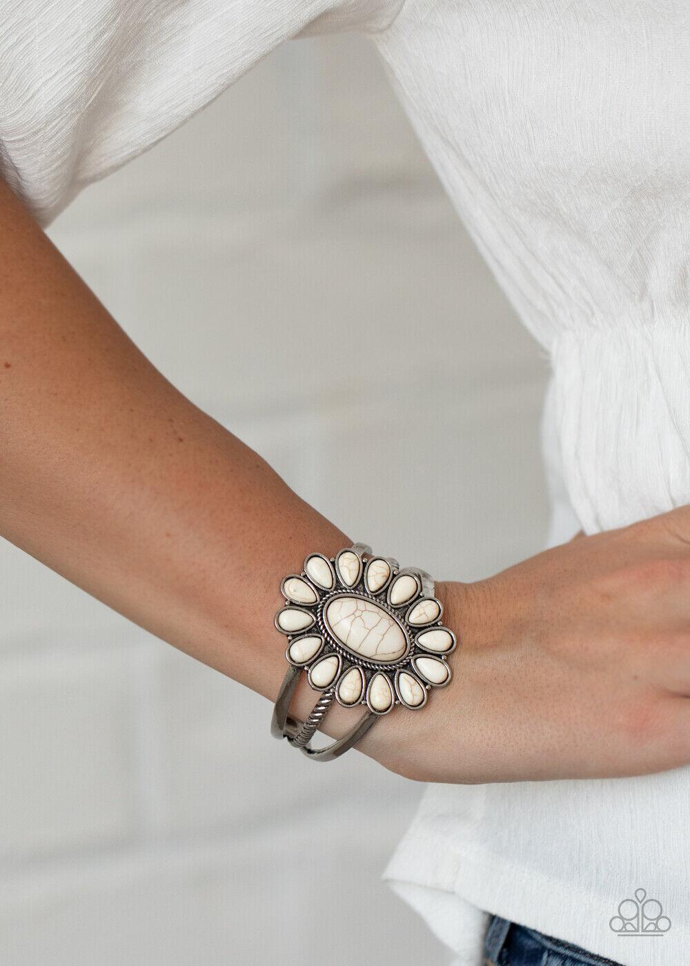 Geometric flower pattern cuff bracelet