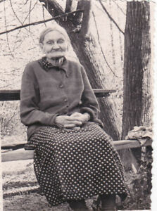 1950s-Lovely-old-granny-woman-on-the-bench-grandmother-old-Soviet-Russian-photo