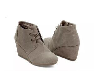 EUC Tom's Taupe Suede Lace-Up Desert
