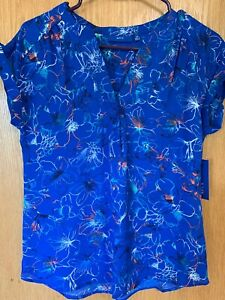 NWT-Apt-9-Blouse-Womens-XS-Short-Sleeve-Blue-Floral-V-neck-Top-Shell-Shirt