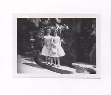 OLD PHOTOGRAPH YOUNG WOMEN IN TIGER BALM GARDENS HONG KONG VINTAGE C.1960  (60)
