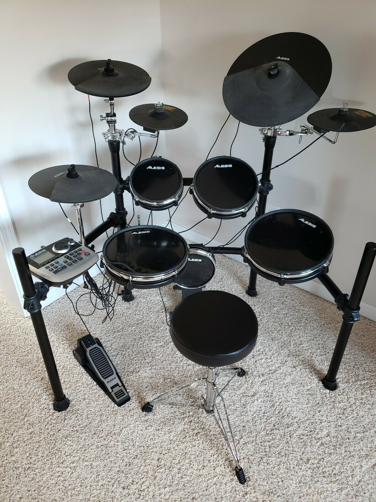 Alesis DM8 Pro elektronisches Drumset mit Extras