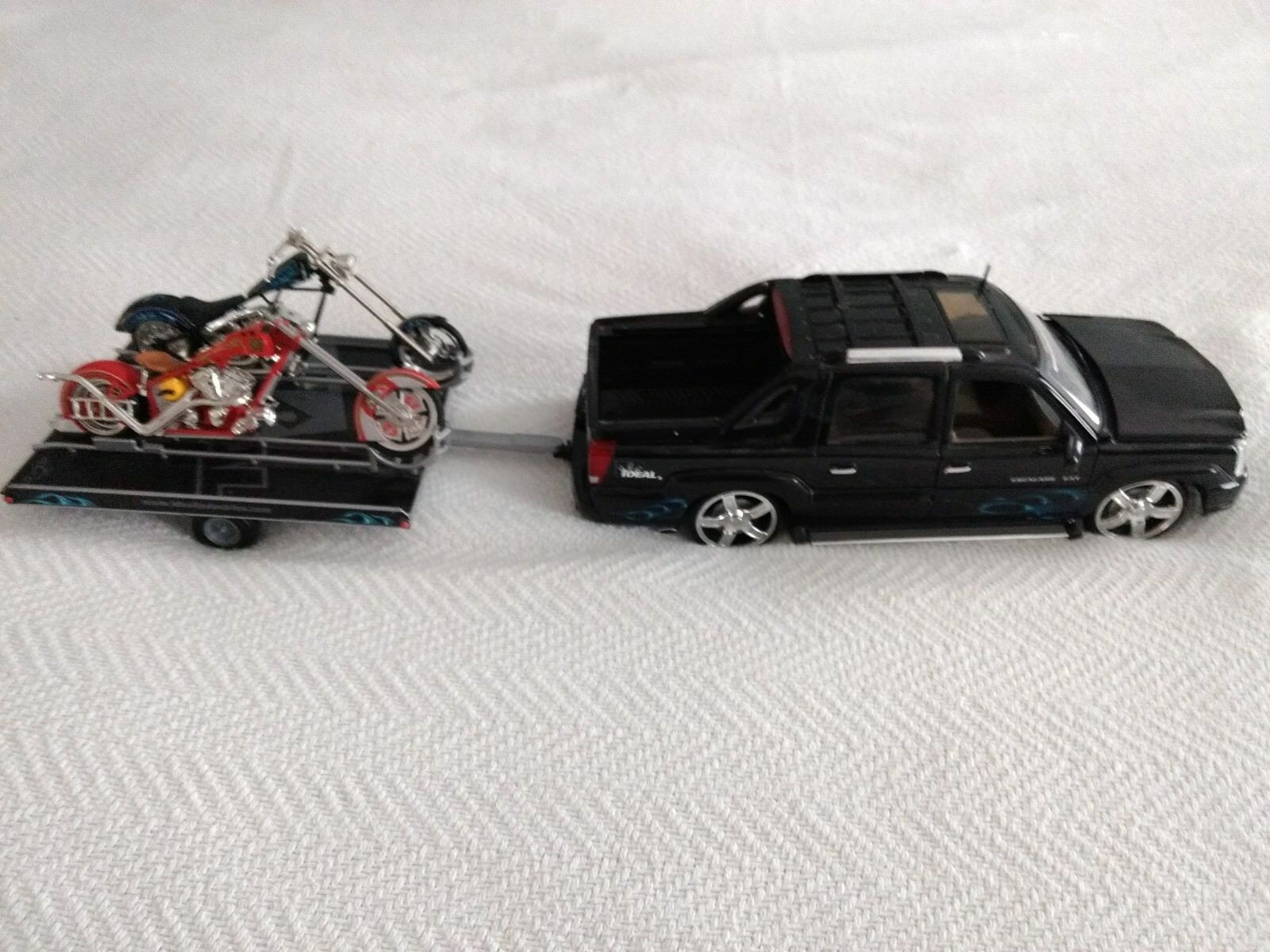 2005 Ideal Die Cast Cast Cast Escalade EXT towing 2 orange County chopper  motorcycles 709b05