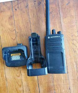 Motorola-RMV-2080-Two-Way-Radio-Free-Ship-Charger-and-Clip