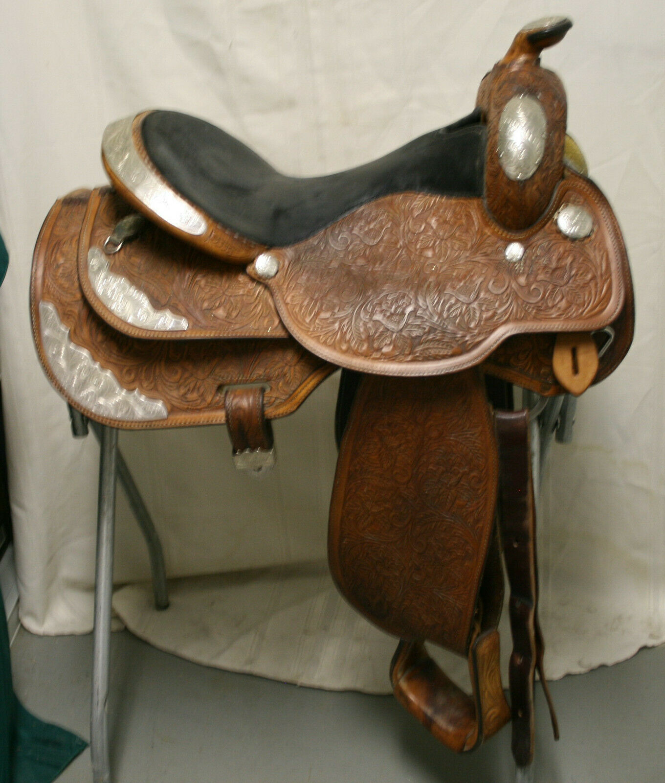 USED Circle Y Western mostrare Saddle  16 seat