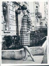 1965 Press Photo Pretty 1960s Woman Models Guy Laroche Plaid Taffeta Redingote