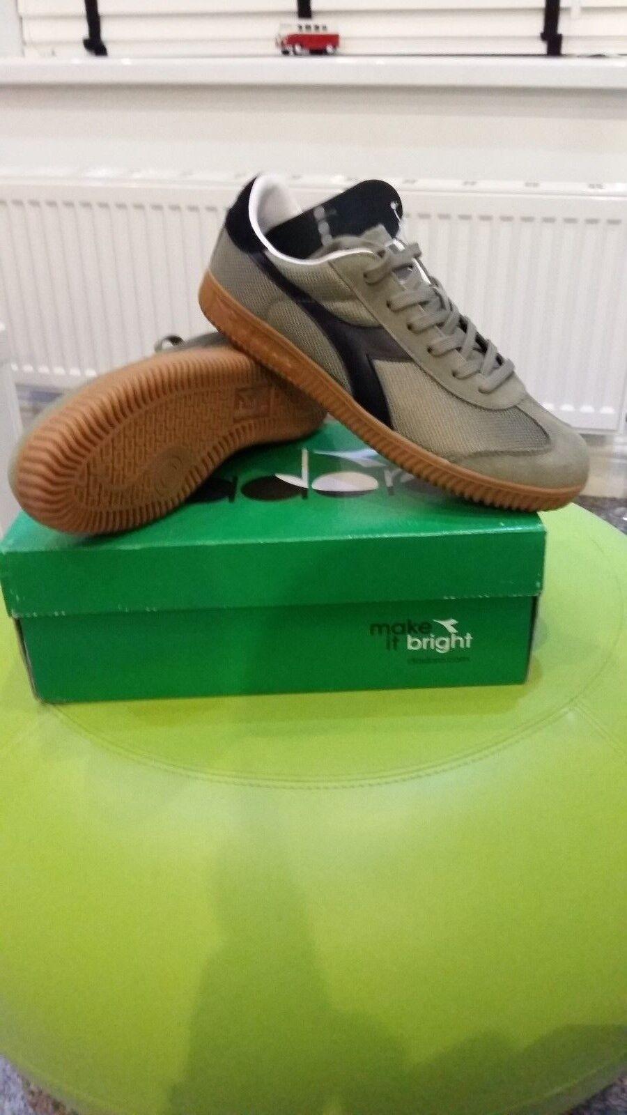 Diadora Squash Elite.. Vieja Escuela Unisex Zapatillas. Reino Unido 40.5 euros