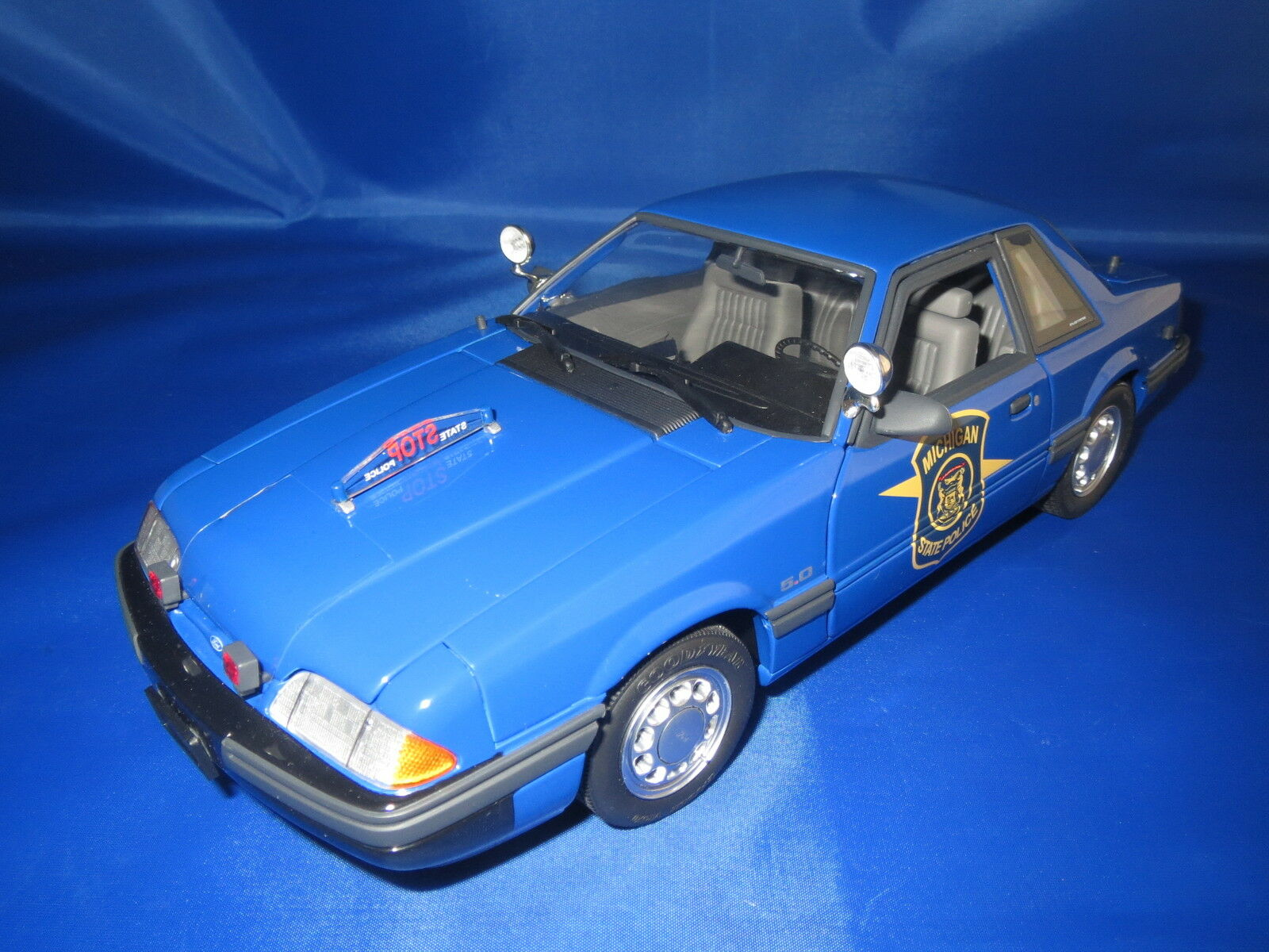 GMP 9064 (1992) special service Ford Mustang police car 1 18 OVP