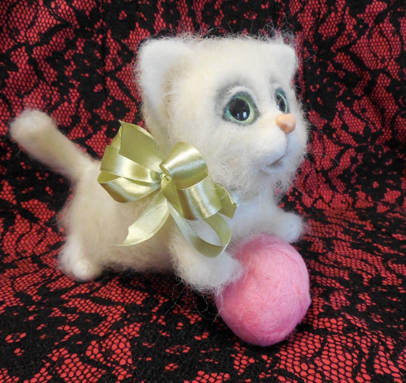Handmade OOAK  Pysanky Pysanka Needle Felted Gift Merino Wool Cat Egg