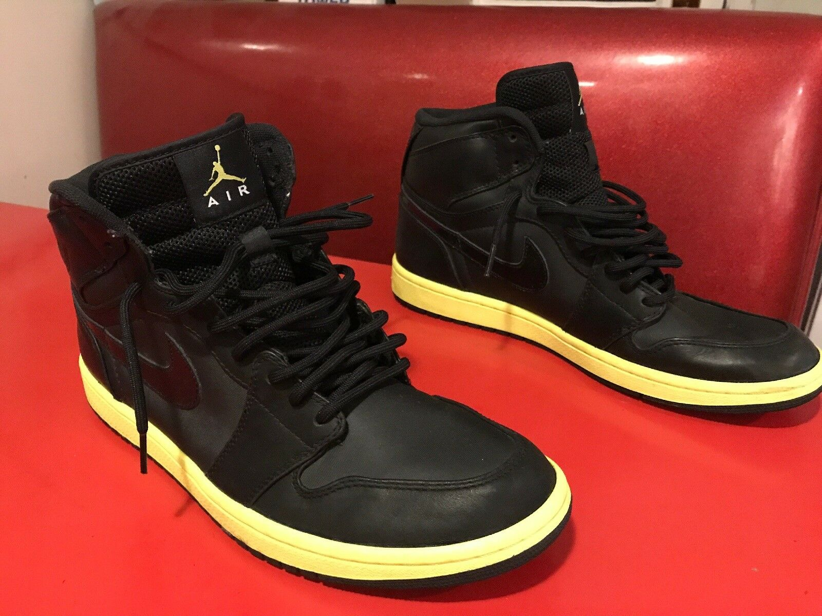 Men's Size 11.5 NiKE NiKE NiKE Jordan 1 Retro High Black Voltage Yellow shoes 342132-001 c02fa7