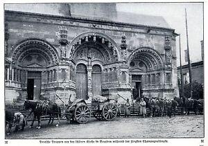 Deutsche Truppen vor der Kirche in Vouziers Historische Aufnahme von 1915