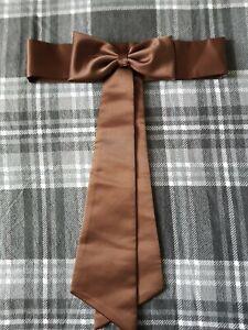 Marron Chocolat Satin Demoiselle D'honneur Robe écharpe Enfant-afficher Le Titre D'origine Distinctive Pour Ses PropriéTéS Traditionnelles