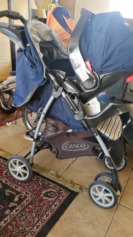Graco pram & carseat R995 or R1500 with base!!