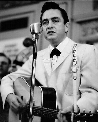 8X10 PUBLICITY PHOTO FB-880 JOHNNY CASH LEGENDARY SINGER-SONGWRITER