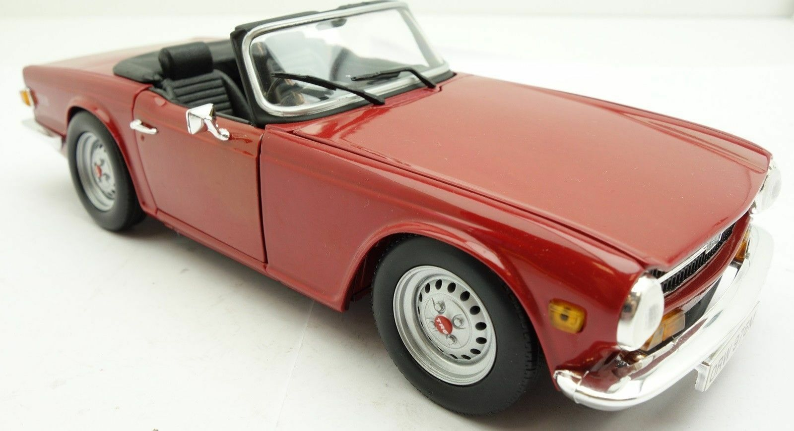 Triumph TR6 1/18 ERTL  1969 à 1976  comme Neuf sans Boite