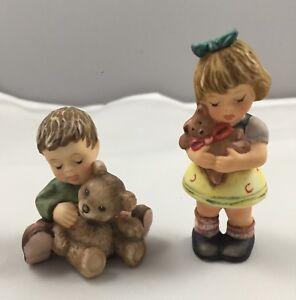 1999-Goebel-Berta-Hummel-Figurine-Set-of-2-Warm-Bear-Hugs-amp-Cuddle-For-Teddy-627