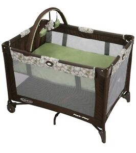 Graco PackNPlay Playard on The Go Stratus Removable Bassinet (no Toy)local Pick