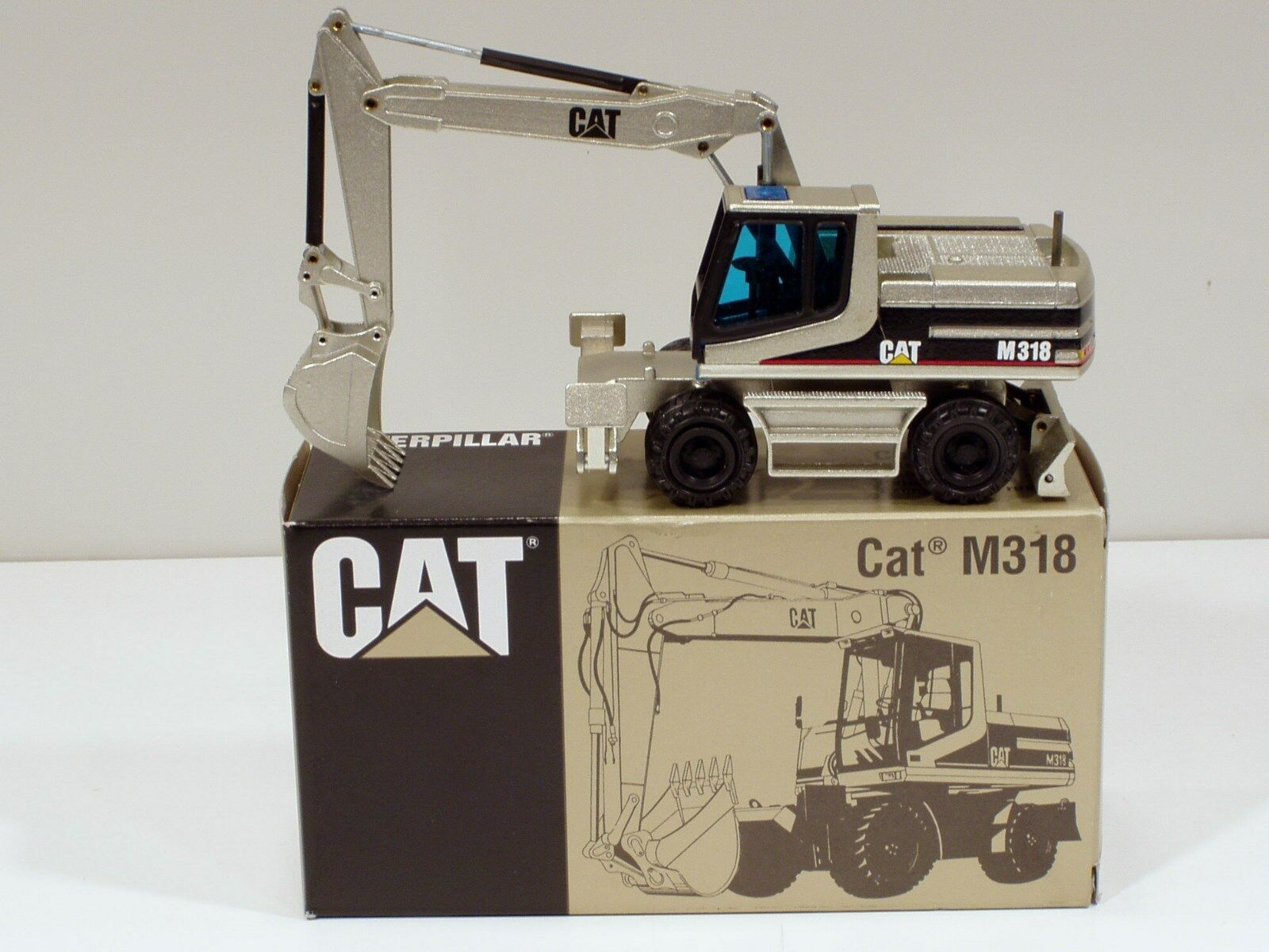 Caterpillar M318 Wheel Excavator -  PALE oro  - 1 50 - NZG  405.02 - MIB