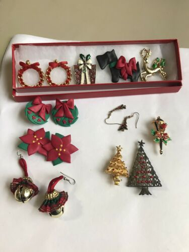 Vintage Lot of Christmas Costume Jewelry Wreath Be