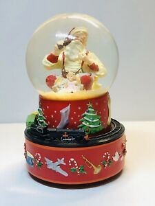 2001-Hallmark-Coca-Cola-Santa-Musical-Snow-Globe-w-Moving-Train-With-Box
