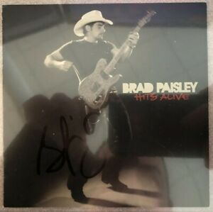 Brad-Paisley-AUTOGRAPHED-034-Hits-Alive-CD-Booklet-Beckett-Authentic
