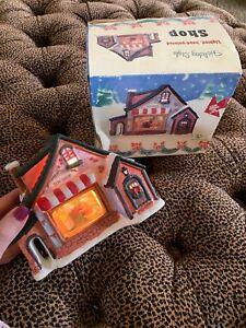 Vintage-3-D-Christmas-Village-Toy-Shop-Lighted-Diorama-Original-Box
