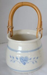 Blue-Heart-Basket-Beige-Pottery-Stoneware-Wicker-Handle-Candy-Sugar-Bowl-Dish
