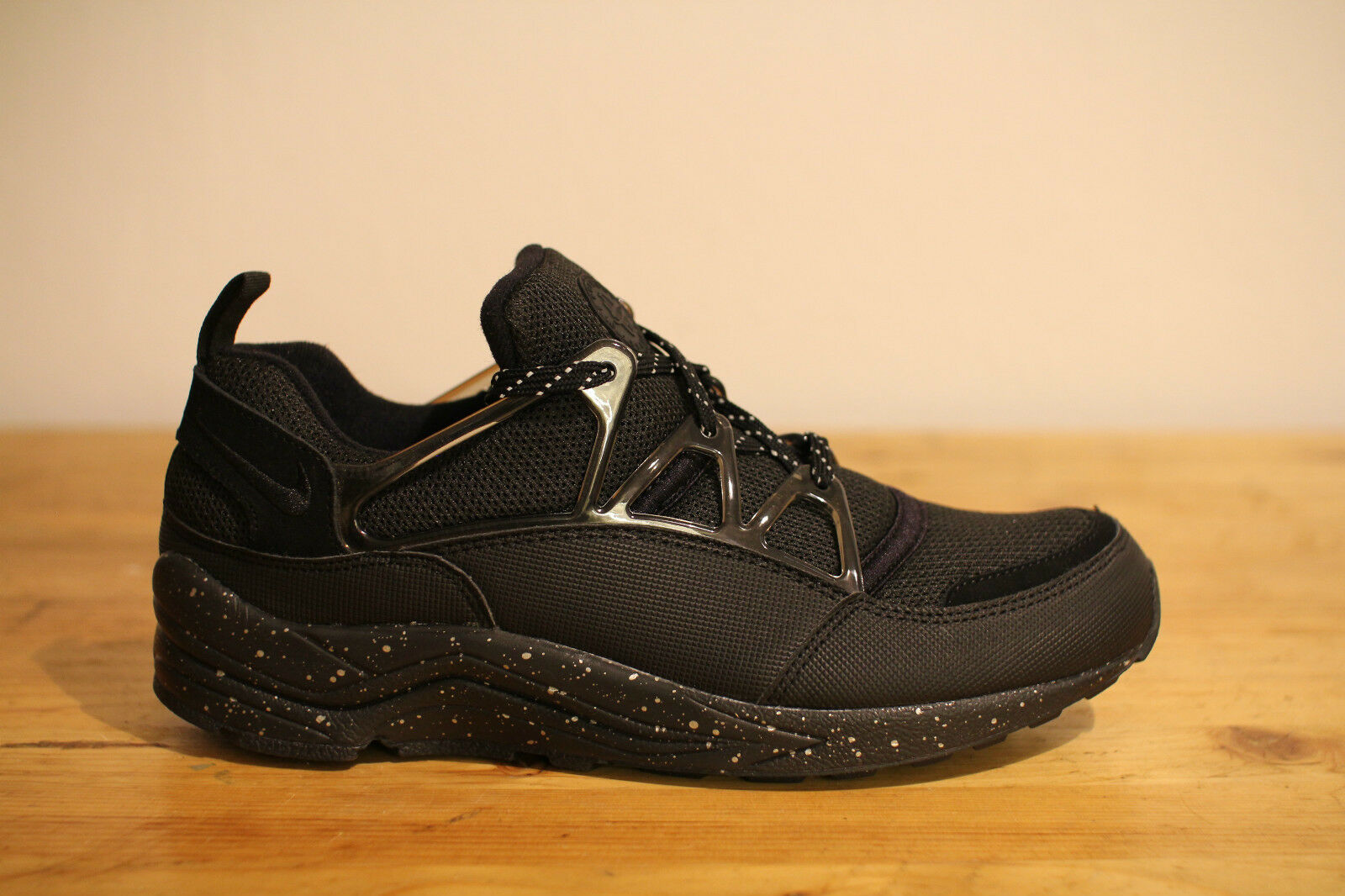 Nike UK Air Huarache Light Schwarz Oreo Gr.44 UK Nike 9 NEU & OVP 522b6b