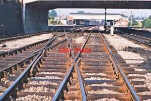 PHOTO-VIEW-ALONG-TRACK-TOWARDS-NEWBURY-RAILWAY-STATION-1975