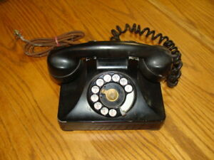 VINTAGE-ROTARY-DIAL-TELEPHONE
