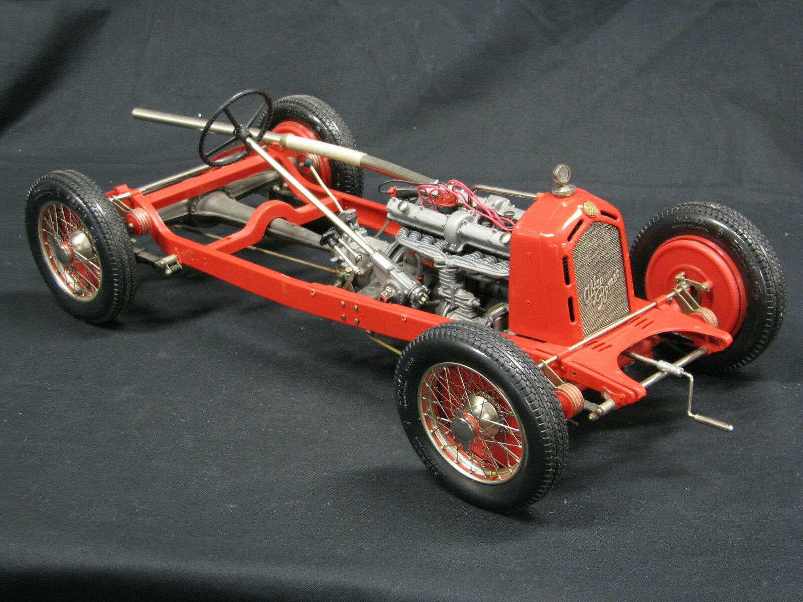 Pocher Alfa Romeo 8C 2300 Monza 1931 Chasis 1 8 rouge (Built Kit)