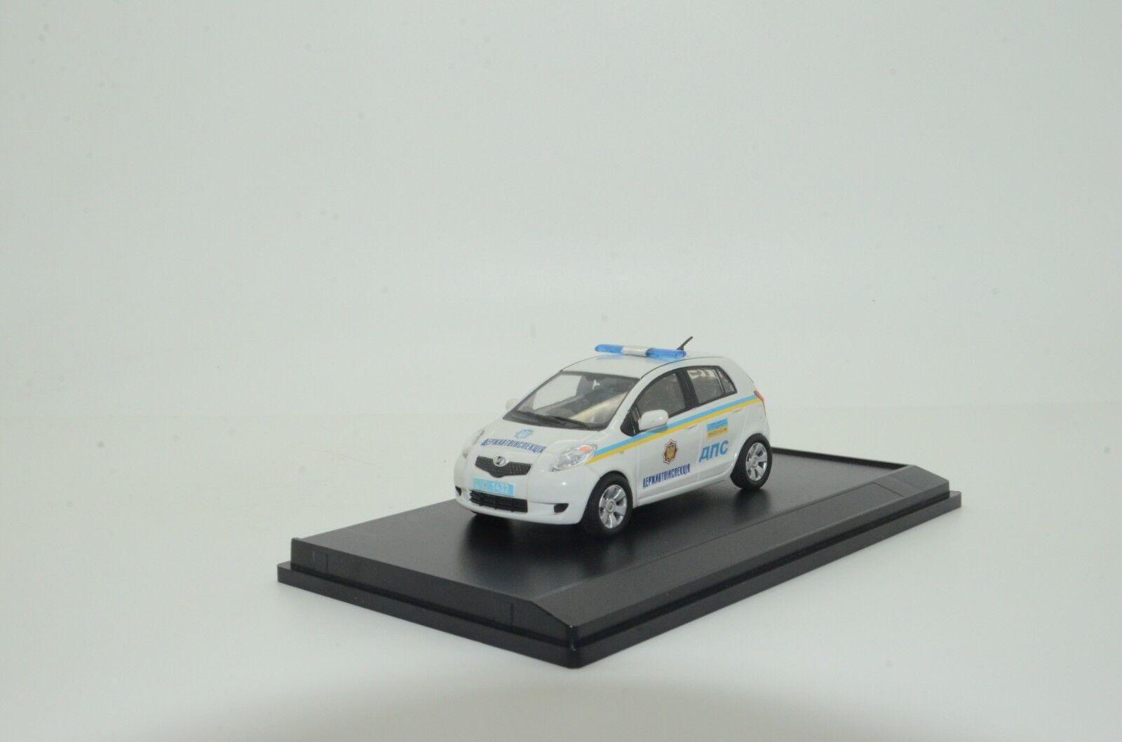 Rara Toyota Yaris Ucrania coche de policía Hecho a Medida 1 43