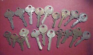 Junk Drawer Lot 20 Vintage BRASS & NICKEL KEYS with Lock Co Names Vending &Other