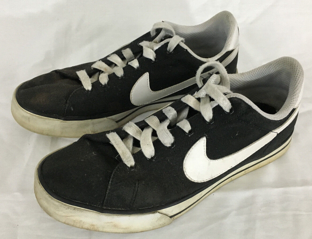 Nike Casual Sweet Classic Canvas Women's Casual Nike Shoe Black and White Size 7.5 79850c