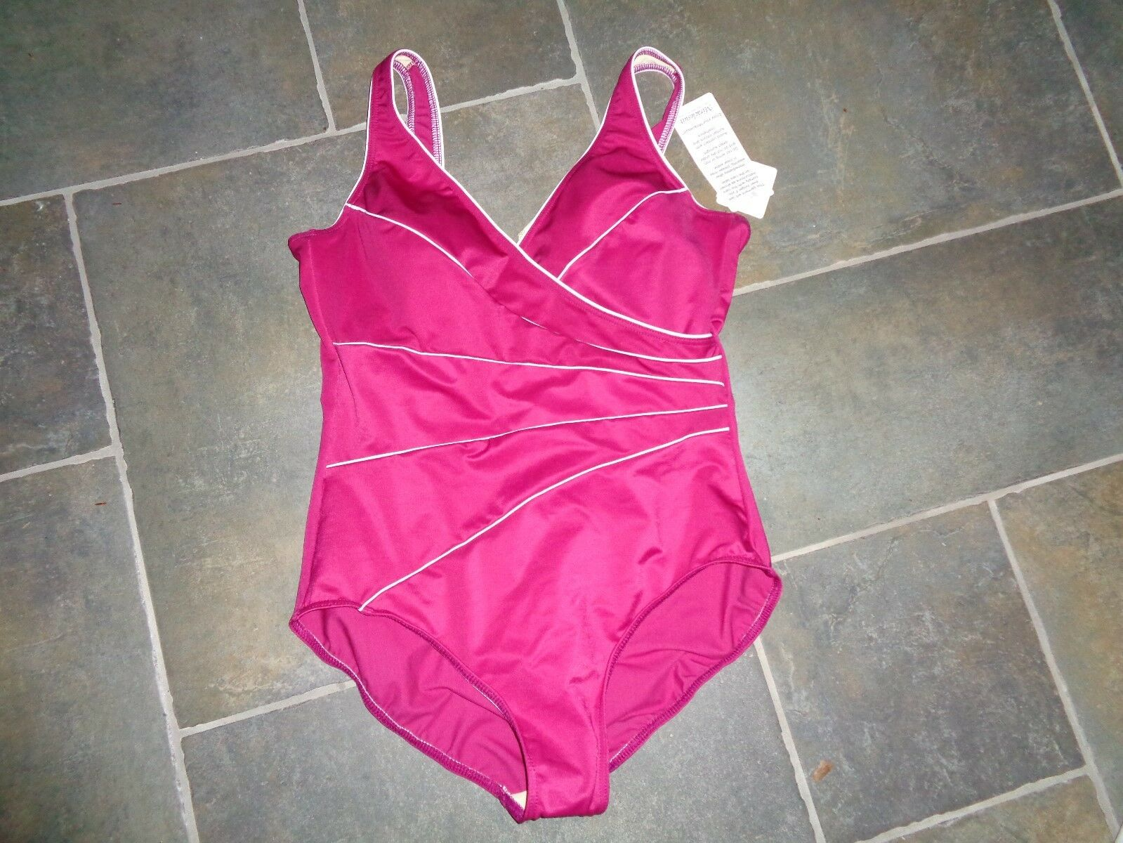 NWT  150 Womens Fuchsia MIRACLESUIT  SWIMSUIT Bathing Suit Size 12