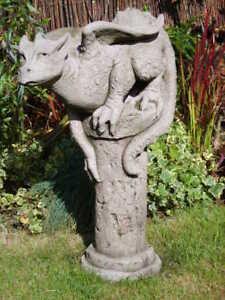 034-THERON-034-Drache-auf-Saeule-by-Fiona-Scott-Steinguss-Gargoyle-Vidroflor-Statue