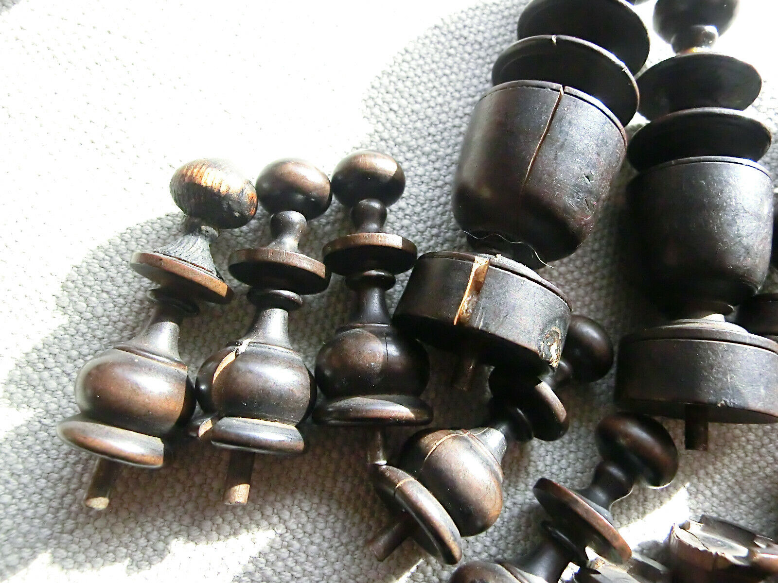 "ANTIQUE CHESSMEN TRAVEL CHESS CHESS CHESS METAL PINS COMPENDIUM 3"" KING REGENCE PATTERN 8eb1bc"